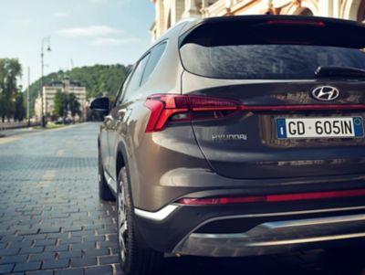 Nuovo design dei fari posteriori di Nuova SANTA FE Plug-in Hybrid, il SUV a 7 posti di Hyundai
