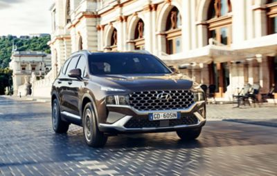 I nuovi fari a LED e il nuovo paraurti di Nuova SANTA FE Plug-in Hybrid, il SUV a 7 posti di Hyundai