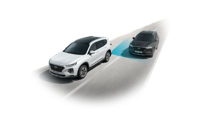 A SmartSense sensor on the back of the all-new Santa Fe recognises an oncoming vehicle in the blind spot.