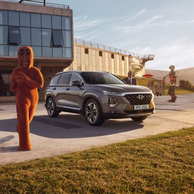 Photo showing the all-new Hyundai Santa Fe's strong and bold design.