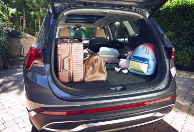 Immagine del bagagliaio pieno di Nuova Hyundai Santa Fe Hybrid