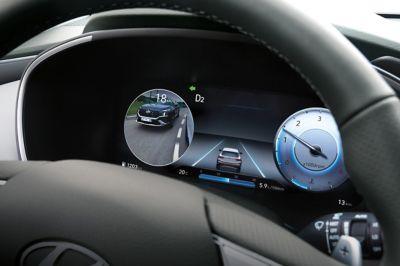 """Nuovo quadro strumenti digitale da 12,3"""" e volante di Nuova Hyundai Santa Fe Hybrid"""