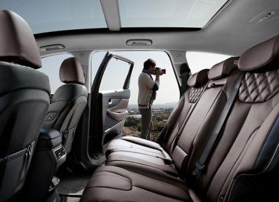 Dettaglio degli interni del SUV Nuova Hyundai Santa Fe Hybrid