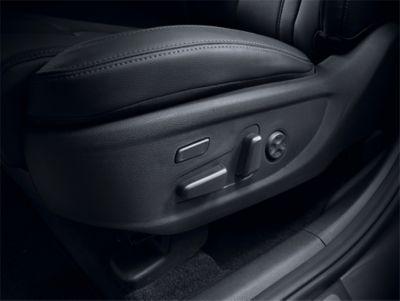 Immagine dei sedili anteriori regolabili elettricamente in 8 livelli di Nuova Hyundai Santa Fe Hybrid