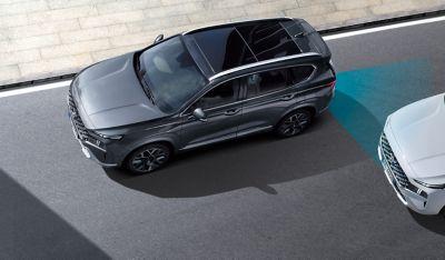 Immagine dall'alto di Nuova Hyundai Santa Fe Hybrid e dei sistemi di assistenza alla guida