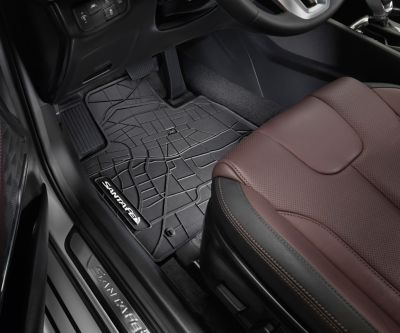 The Hyundai SANTA FE with genuine floor mats.