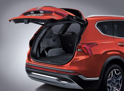 The open automatic smart power tailgate of the new Hyundai Santa fe Hybrid 7 seat SUV.