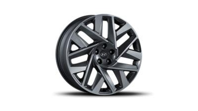 The new 20'' alloy wheels of the new Hyundai Santa Fe 7 seat SUV.