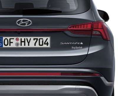 Distintivo de vehículo híbrido del Hyundai SANTA FE Híbrido de 7 plazas.