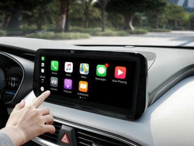 A close-up image of the Apple Car Play and Android Auto screen in the new Hyundai Santa Fe Hybrid.