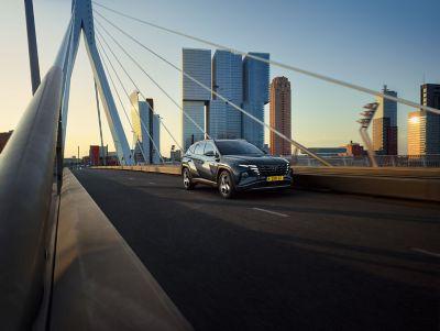De nieuwe Hyundai TUCSON Hybrid. Stap in. Val op.