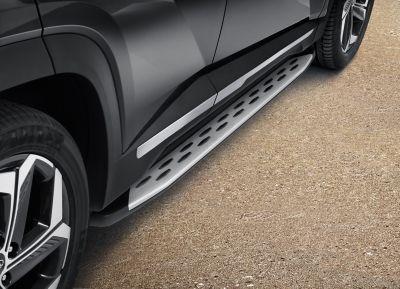 The Hyundai TUCSON with matt aluminium side steps.