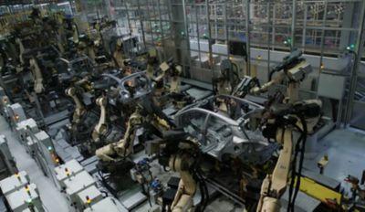 Roboter som monterer biler på Hyundais fabrikk i Tyrkia. Foto.