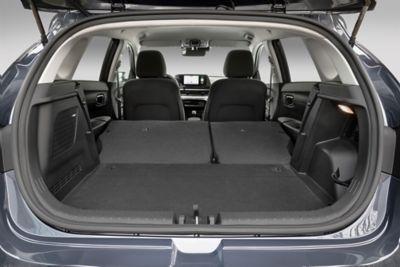 El nuevo maletero del Hyundai i20 con los asientos traseros plegados.