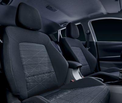 Duża przestrzeń nad głową we wnętrzu modelu Hyundai BAYON.