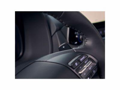 Immagine del cambio al volante di Hyundai Kona Hybrid