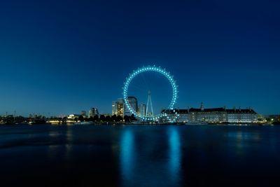 Il London Eye si è trasformato in una Q per il lancio del marchio Hyundai IONIQ