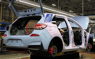 Bil nummer 3 000 000, en Hyundai i30 N, under produksjon. Foto.