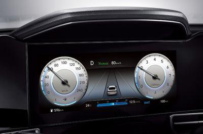Nowy cyfrowy zestaw wskaźników Nowego Hyundaia Elantra.