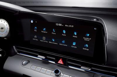 Nowy Hyundai Elantra – opcjonalny 10,25-calowy ekran nawigacji 3D.