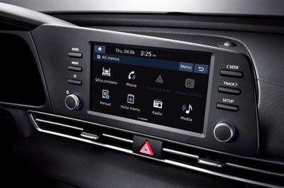 """Nowy Hyundai Elantra – system audio 8"""" z dublowaniem funkcji smartfona."""