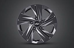 """Nowy Hyundai Elantra – pięcioramienna felga aluminiowa 16"""" z szarym metalicznym wykończeniem."""