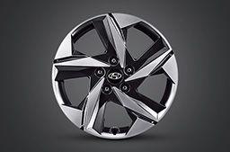 """Nowy Hyundai Elantra – dwukolorowa, czarno-srebrna felga aluminiowa 17""""."""