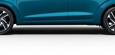 Hyundai i10 close up zijkant met sportieve lijnen.