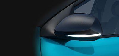 Hyundai i10 close up buitenspiegels met LED-richtingaanwijzers.