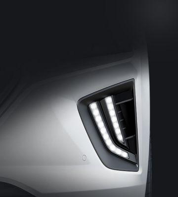 Vue rapprochée des nouveaux feux de jour LED de Hyundai IONIQ plug-in.