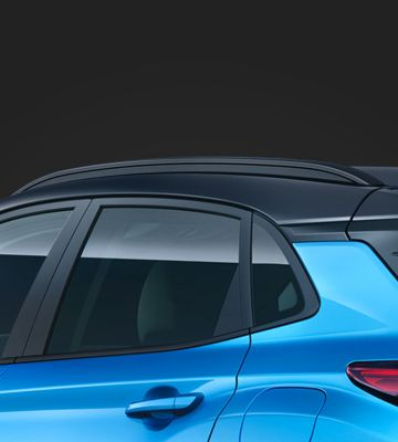 A close up view of the two tone roof of the new Hyundai KONA Hybrid.