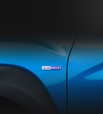 A close up view of the blue drive badge of the new Hyundai KONA Hybrid.