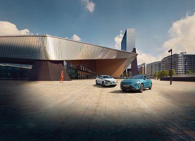 The Hyundai KONA Electric and KONA Mild-Hybrid driving next to each other