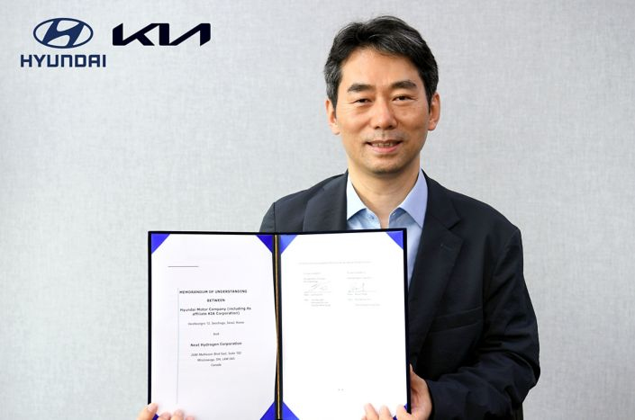 (from left) Jae-Hyuk Oh, Vice President and Head of Energy Business Development Group at Hyundai Motor Group / Raveel Afzaal, President and CEO of Next Hydrogen