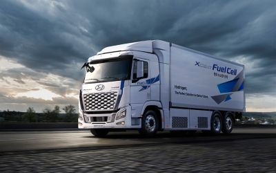 An Xcient fuel cell truck driving.