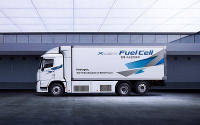 XCIENT Fuel Cell-vrachtwagen van Hyundai, zijaanzicht.
