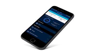 un iPhone con l'app Hyundai Bluelink