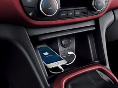 Photo of the USB port of the Hyundai i10 in use.