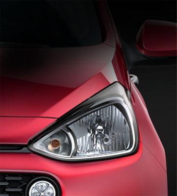 The sleekly styled headlamps of the Hyundai i10.