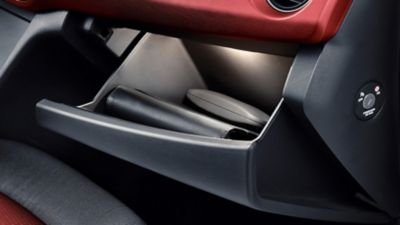 Photo of the illuminated glove box on the Hyundai i10.