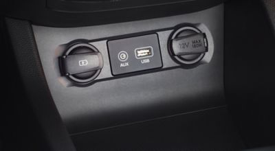 Photo of the usb charger in the Hyundai i20 Coupe.