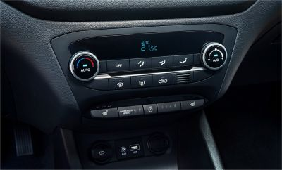 Photo of the air conditioning controls on the new Hyundai i20 Active.