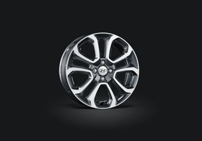Photo of the robust alloy wheels of the Hyundai i20 Active.