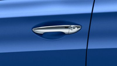 Photo of the chromed door handles on the new Hyundai i20 Active.