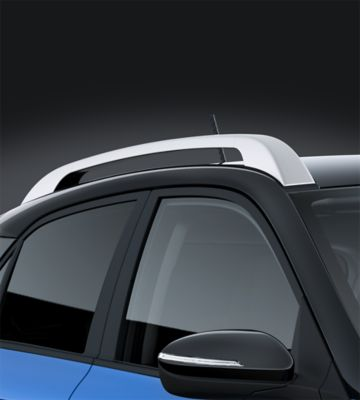 Photo of the silver roof rails on the new Hyundai i20 Active.