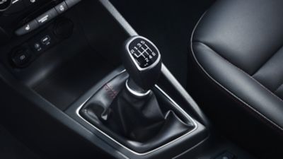 Photo of the 6-speed manual transmission on the new Hyundai i20 Active.