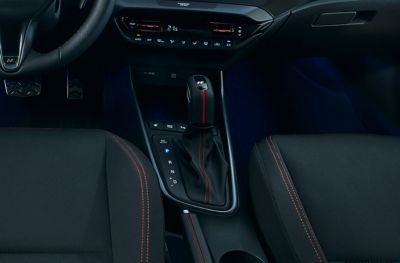 The specially-designed gear shift inside the Hyundai i20 N Line.