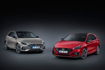 image of the new Hyundai i30 in regular and N Line trim, next to each other