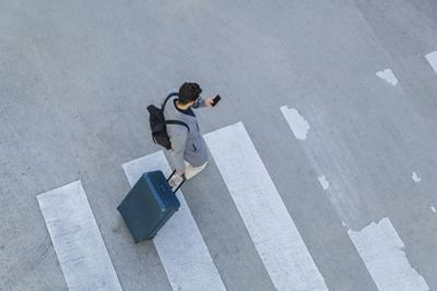 Man with smartphone crossing the street: Last Mile Guidance