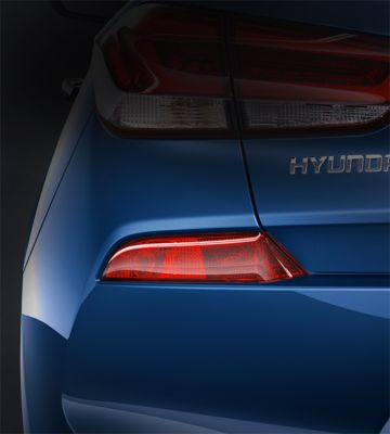 Picture of the rear reflectors and fog lamps in the new Hyundai i30.